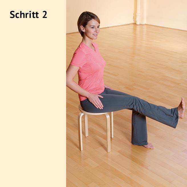 Heben Sie ein Bein mit geflextem Fuß gerade an und halten die Spannung kurz | Litozin